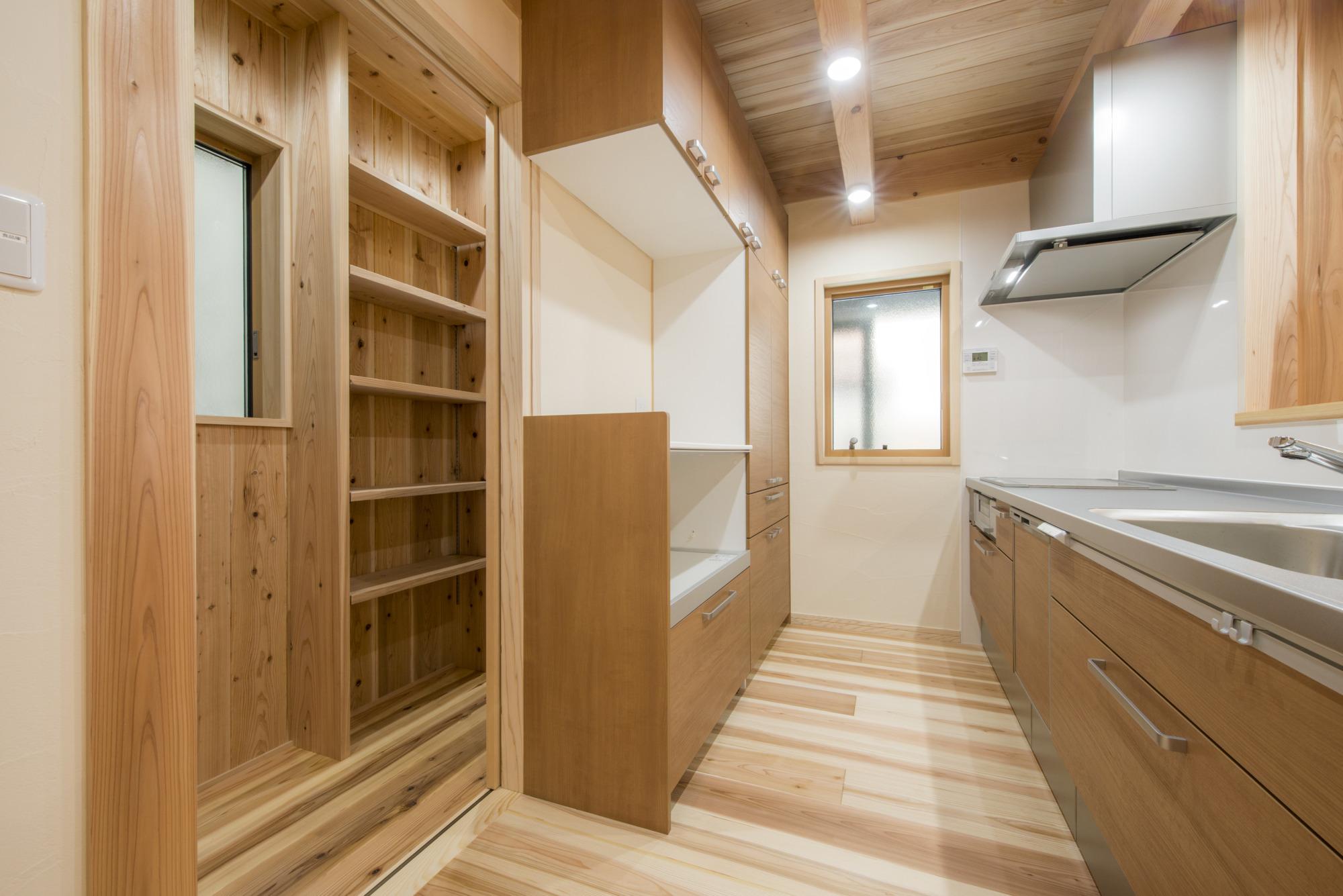 「大容量の収納確保出来る食品庫」広島 リフォーム工務店社長コラム