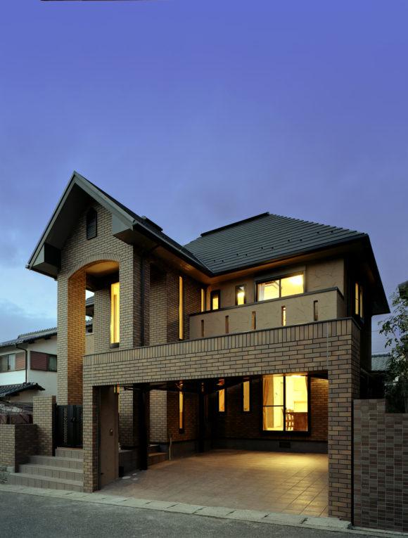「レンガタイルとアイカジョリパツト塗り壁のWB工法の家」広島 注文住宅 社長コラム
